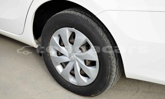 Buy Import Toyota Yaris White Car in Import - Dubai in Eua